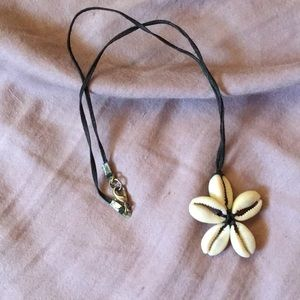 Shell flower necklace. Small.